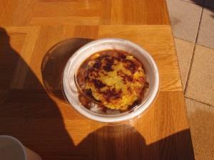 2種の豆とひき肉のトマトカレー 川越産さつまいもチーズのせ