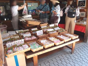 The Kawagoe Kashiya Yokocho (Sweets Alley) is a sweets street that both children and adults can enjoy