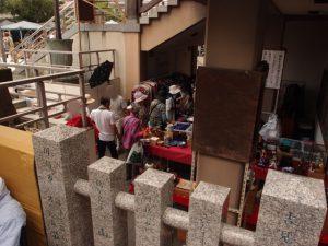 本殿の階段下