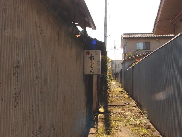 旅館の裏入り口