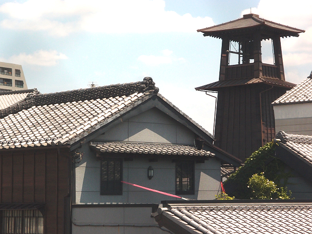 You can hear the sounds of the bell tower from the Japanese-style Starbucks on Kawagoe's Kanetsuki-dori Street.