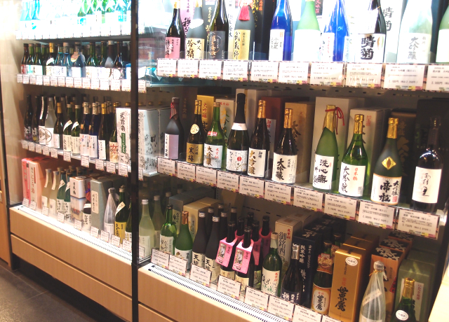 "The Koedo Kurari Showa Kura ""Kikizake Dokoro"" Liquor Store, Bar and Wine Tasting!"